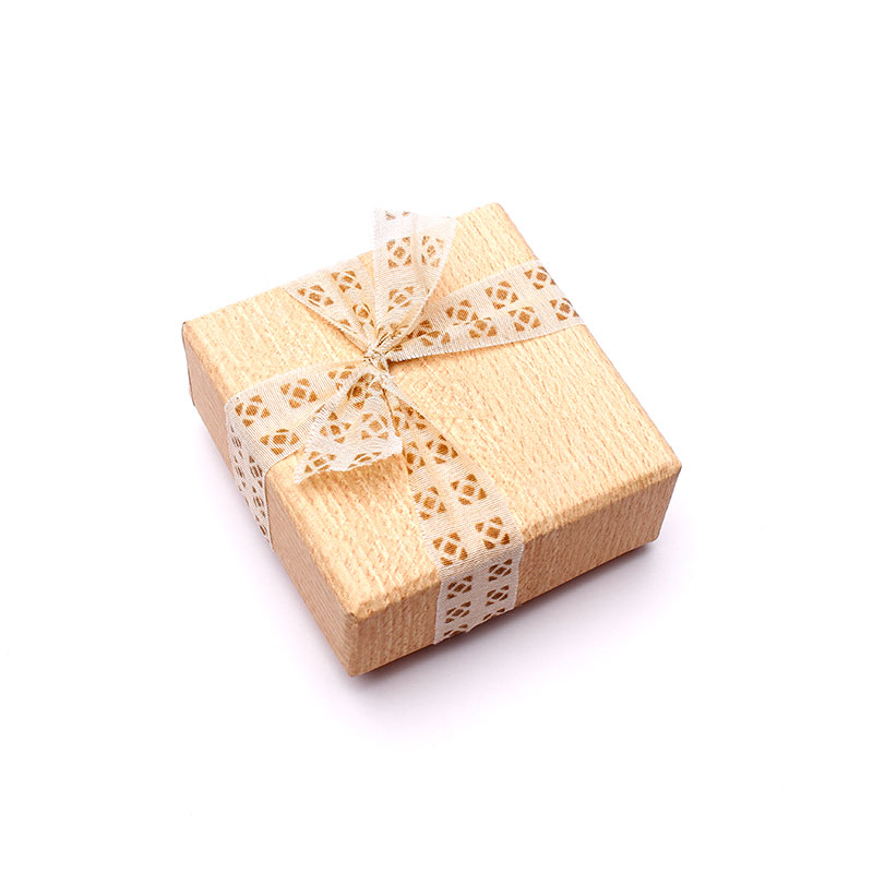 eco friendly jewelry packaging by Papermelon
